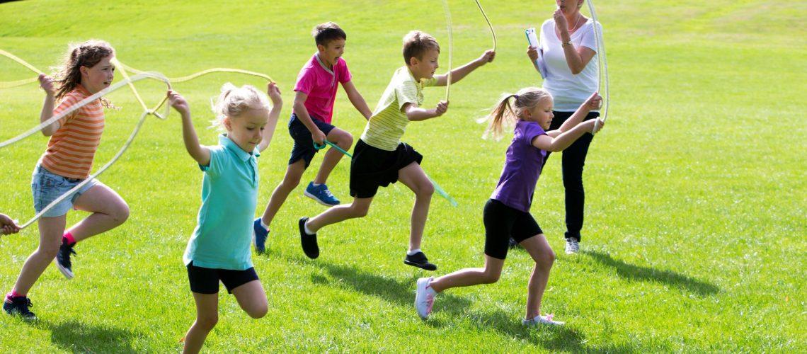 210601 Kinder Seilspringen Klein